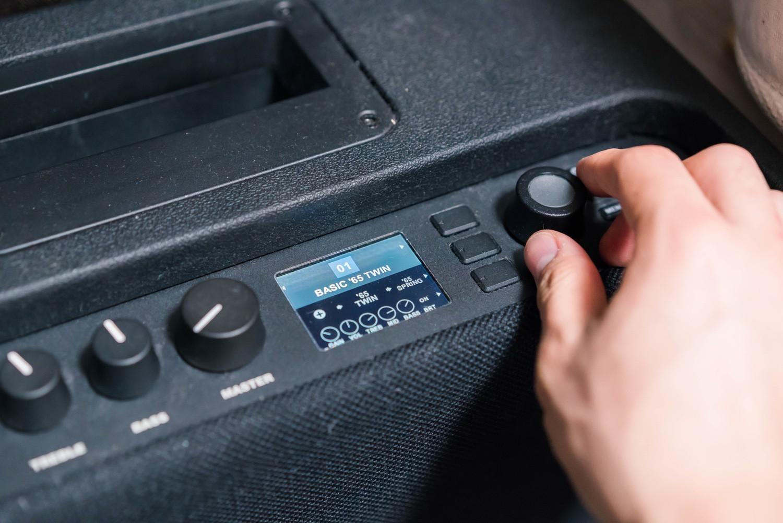 Mustang GTのディスプレイ右ダイヤル操作