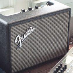クラシカルな見た目に高まる。 FenderからBluetoothスピーカーが登場!